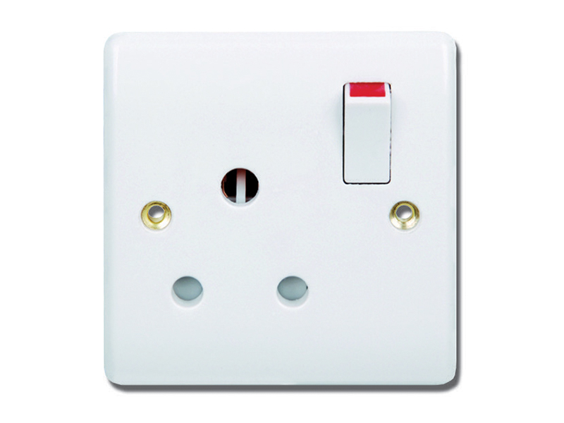 1 Gang 15A Switched Socket Outlet
